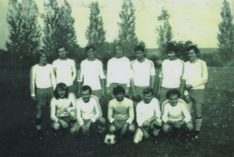 a-90-es-evek-labdarugocsapata