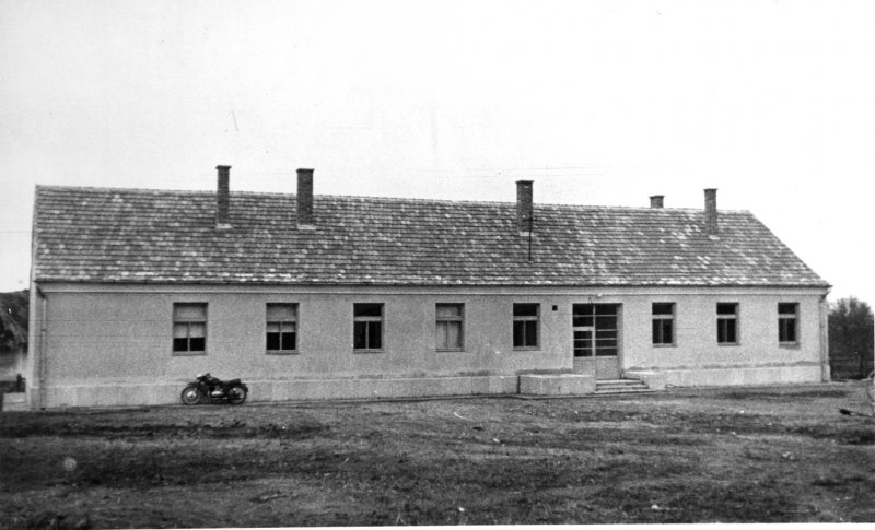 Altalanos-iskola-ket-uj-tanterme-1959